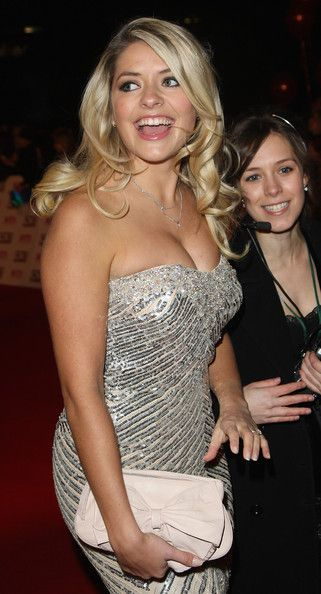 Holly Willoughby Photos Photos - Holly Willoughby arrives at the 2008 National Television Awards at The Royal Albert Hall on October 29, 2008 in London, England. - National Television Awards 2008 - Arrivals