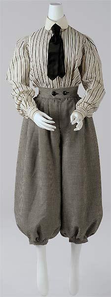 fig.: Female costume for cycling (Radfahrkostüm), ca. 1900. Photo: Christin Losta. Copyright: Wien Museum.