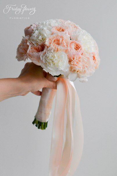 Amazing classic wedding bouquet with peach  garden roses (David Ostin Juliet). Very elegant and classy.  Классический букет невесты в нежных сливочно-персиковых тонах с пионовидными розами Дэвида Остина.