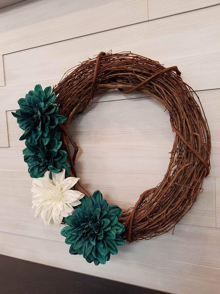 Grapevine Wreath with Flowers . . #goldenforrest #goldenforrestcreations #handmade #wreathideas #frontdoordecor #wreath #grapevine #grapevinewreath #flowers #flowerwreath #spring #teal