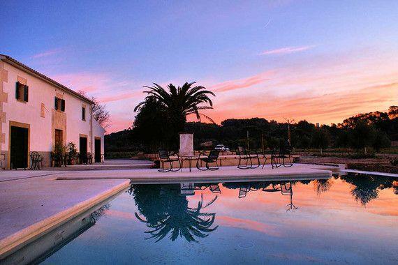 Umgeben von Olivenhainen und eingebettet in eine mediterrane Landschaft, befindet sich das Agroturisme Gossalba in der Inselmitte von Mallorca in herrlicher Ruhe. Das romantische kleine Hotel auf Mallorca ist perfekt geeignet für Pärchen, die einen ruhigen Urlaub auf Mallorca suchen. #agroturismo #mallorca #landhotel #hotel #gossalba #ferien #reisen #romantisch #travel #fincahotel #urlaub