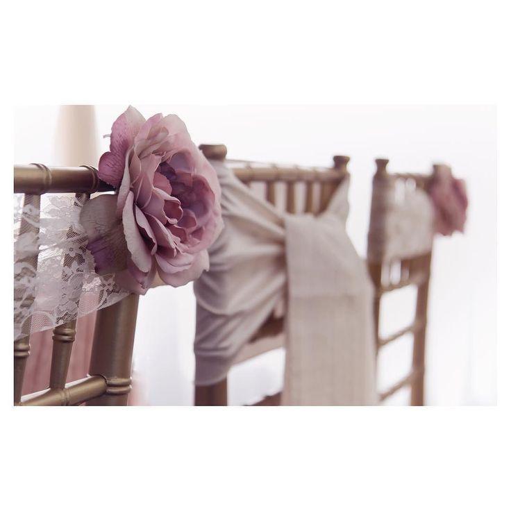 All the pretty details.... #smittenandco #yycweddingplanner #smittenyyc #smittenweddings #chairdecor #weddingdesign #weddingstyle #weddingplanner #yycweddings #calgaryweddings #goldandpink #allthepretty #engagedinyyc #details #weddingdetails