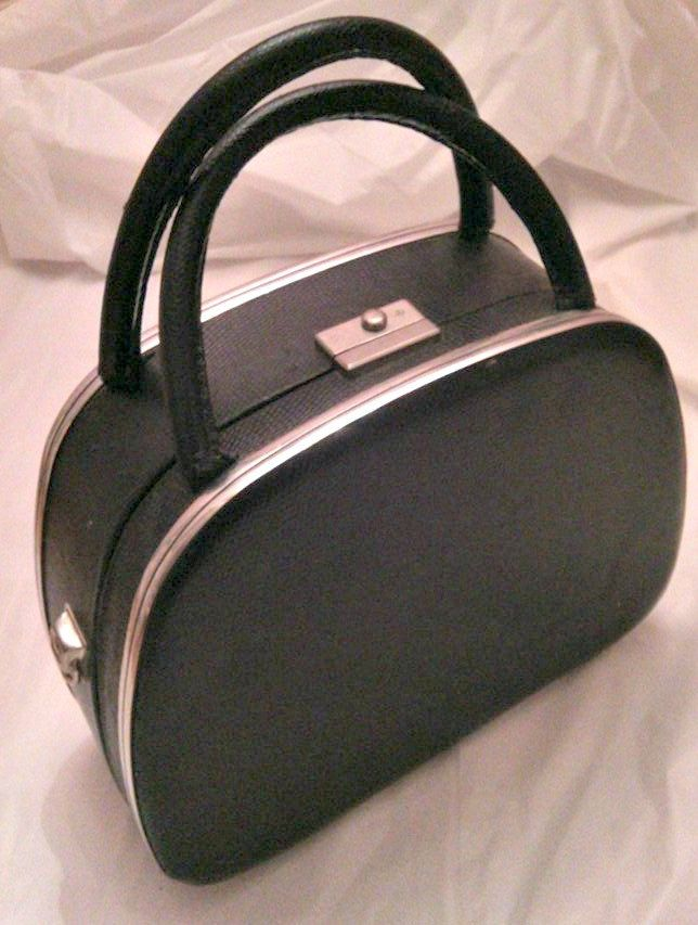 valise maquillage vintage de la boutique tresorunique sur Etsy
