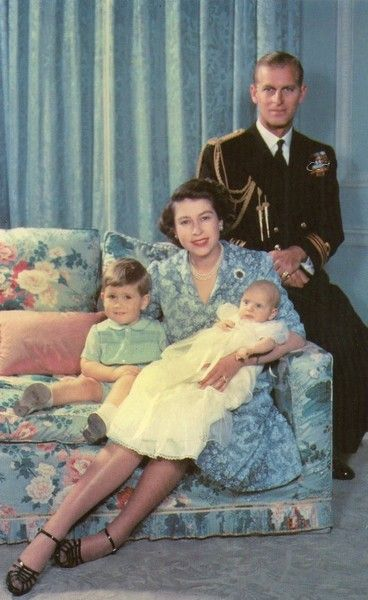 carolathhabsburg:  The british royal family in 1950. Note Charles chubby tiny face…  Anne s face though….
