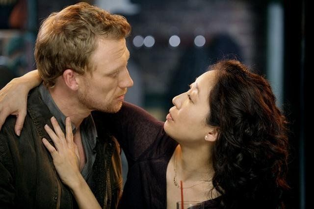Still of Kevin McKidd and Sandra Oh in Anatomía de Grey
