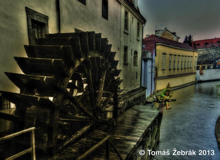 Čertovka - známé místo, kde sídlí pražští čerti. Ale pozor, nedoporučuje se fotografovat je! Nemají to rádi!
