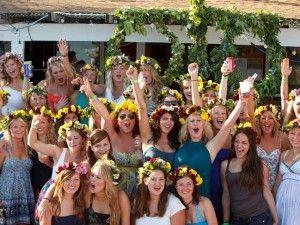 midsommarafton-firande-tjejer