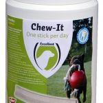 Chew It One per Day  Chew It One per Day  De dagelijkse lekkere snack voor de hond die zorgt voor schone tanden een frisse adem! Aanvullend diervoeder voor honden. Chew-It one per day is een gezonde snack van o.a. plantaardige vlees en dierlijke bijproducten en vrij van zout. Chew-It one per day heeft de structuur en vorm van een tandenstick om het gebit op een natuurlijke manier te reinigen en te verzorgen. De vorm en het kauwen zorgen ervoor dat tandplak en tandsteen worden gereduceerd…