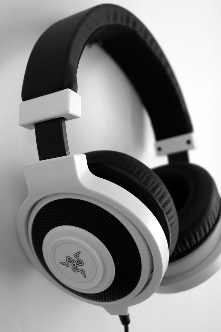 Download this free photo from Pexels at https://www.pexels.com/photo/black-and-white-razer-gaming-headset-hanging-on-white-painted-wall-159463/ #black-and-white #headphones #hanging