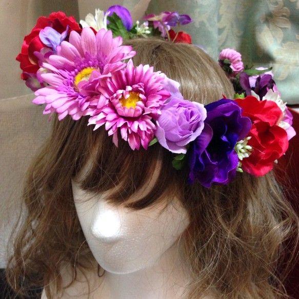 まるで野に咲く花のような自然な色合い(花冠 バラ ダリア アネモネ ピンク パープル レッド)後ろはリボンで結ぶタイプなので、ある程度サイズ調整できます(o^...|ハンドメイド、手作り、手仕事品の通販・販売・購入ならCreema。