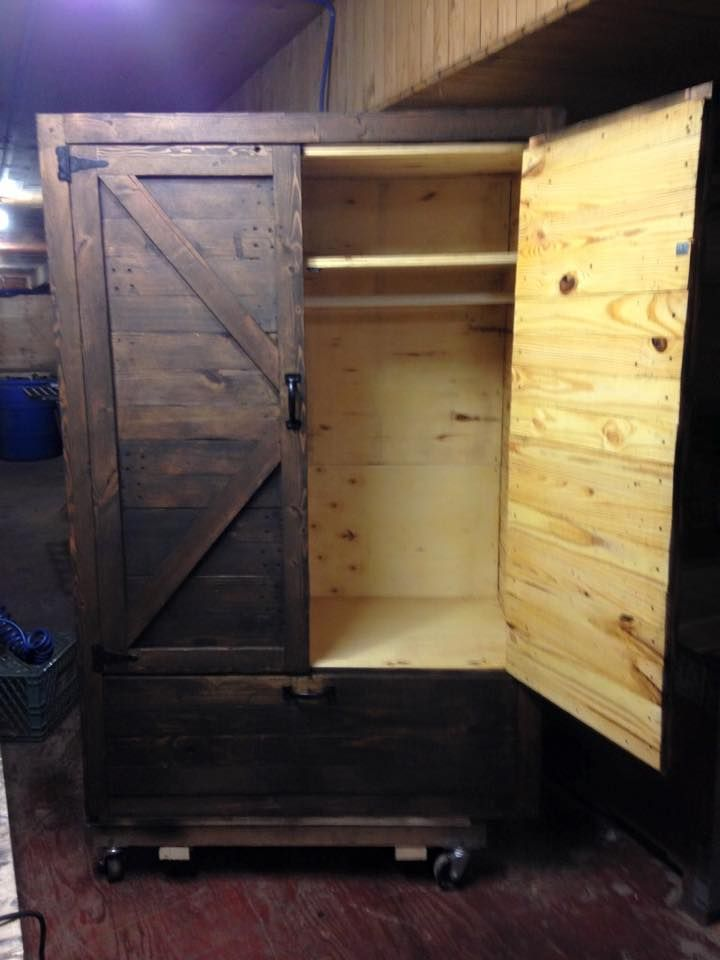 Here is DIY wood #pallet #wardrobe which has all the above mentioned qualities and functionality along with its rural and dusky look. - Pallet Wardrobe - Wood Pallet Closet | Pallet Furniture