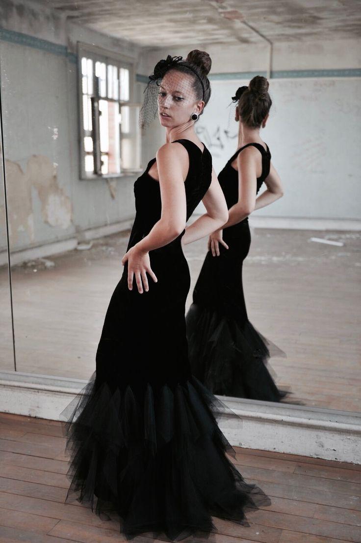 Robe de soirée type Gala en velours noir et traine de tulle noir. Modèle : La Duchesse Création Marine Guillemette