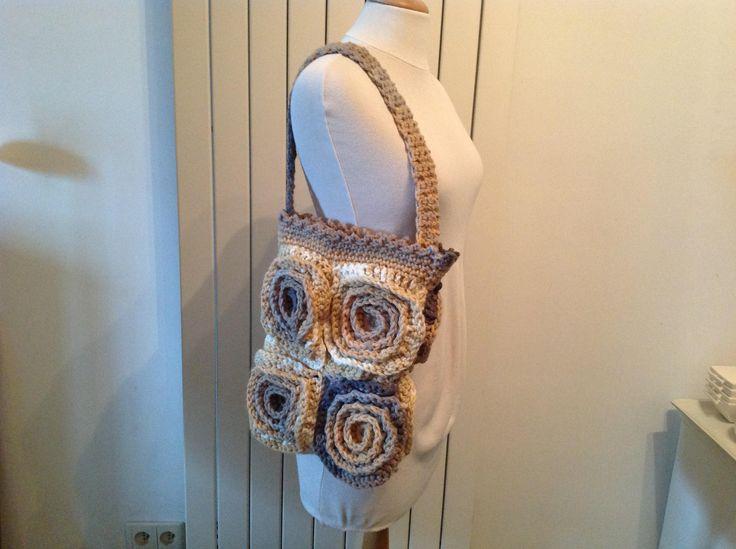 sac bandoulière crochet modèle unique de la boutique Tatafafa sur Etsy