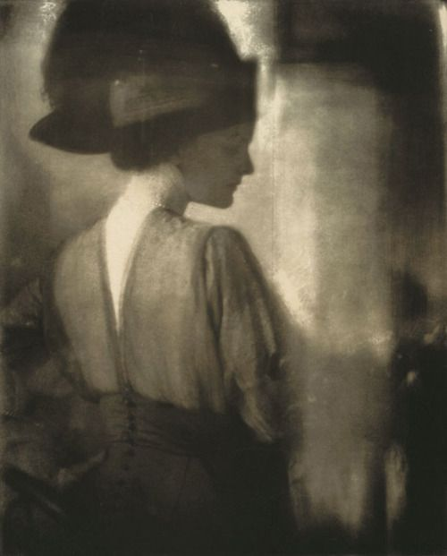 """Edward Steichen. """"Agnes Ernst Meyer, the Girl from The Sun"""". 1910. New York, NY, USA."""