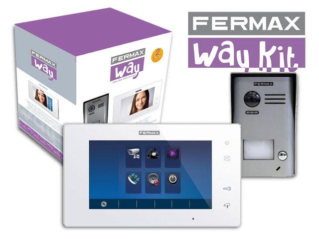 Fermax Way Kit - hiszpańskie cudo na dwóch przewodach  Dostałem do przetestowania nowe cudo ze stajni FERMAXA. Nisko budżetowy (jak na FERMAXA) wideodomofon o barwnej nazwie WAY KIT. Kolorowe zgrabne pudełko zawierało 3 niezbędne elementy systemu. Panel bramowy, monitor w kolorze białym oraz zasilacz. Elementy jak to w przypadku marki FERMAX bardzo estetycznie wykonane. Bez zbędnego przesytu. Skromnie ale elegancko. Materiały dość dobrej jakości.