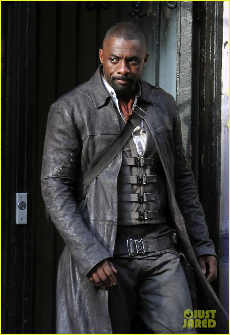 Idris Elba The-Gunslinger on Dark Tower set