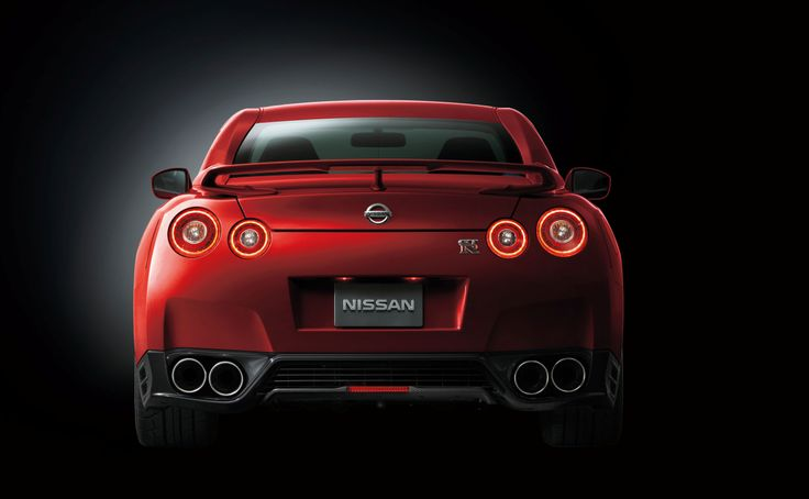 At the rear, the GT-R's distinctive four-ring tail light signature now forms coherent circles of illumination, giving the GT-R an equally distinctive appearance, making it easily recognizable to fellow owners and enthusiasts.