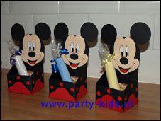 Mickey Mouse bakje - Traktaties - En nog veel meer traktaties, spelletjes, uitnodigingen en versieringen voor je verjaardag of kinderfeest op Party-Kids.nl