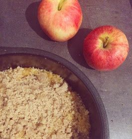 Bardzo łatwo zrobić bezglutenowy spód ciasta lub kruszonkę, bez użycia jaj. Wystarczy zmieszać dwa rodzaje mąk bezglutenowych, dodać t...