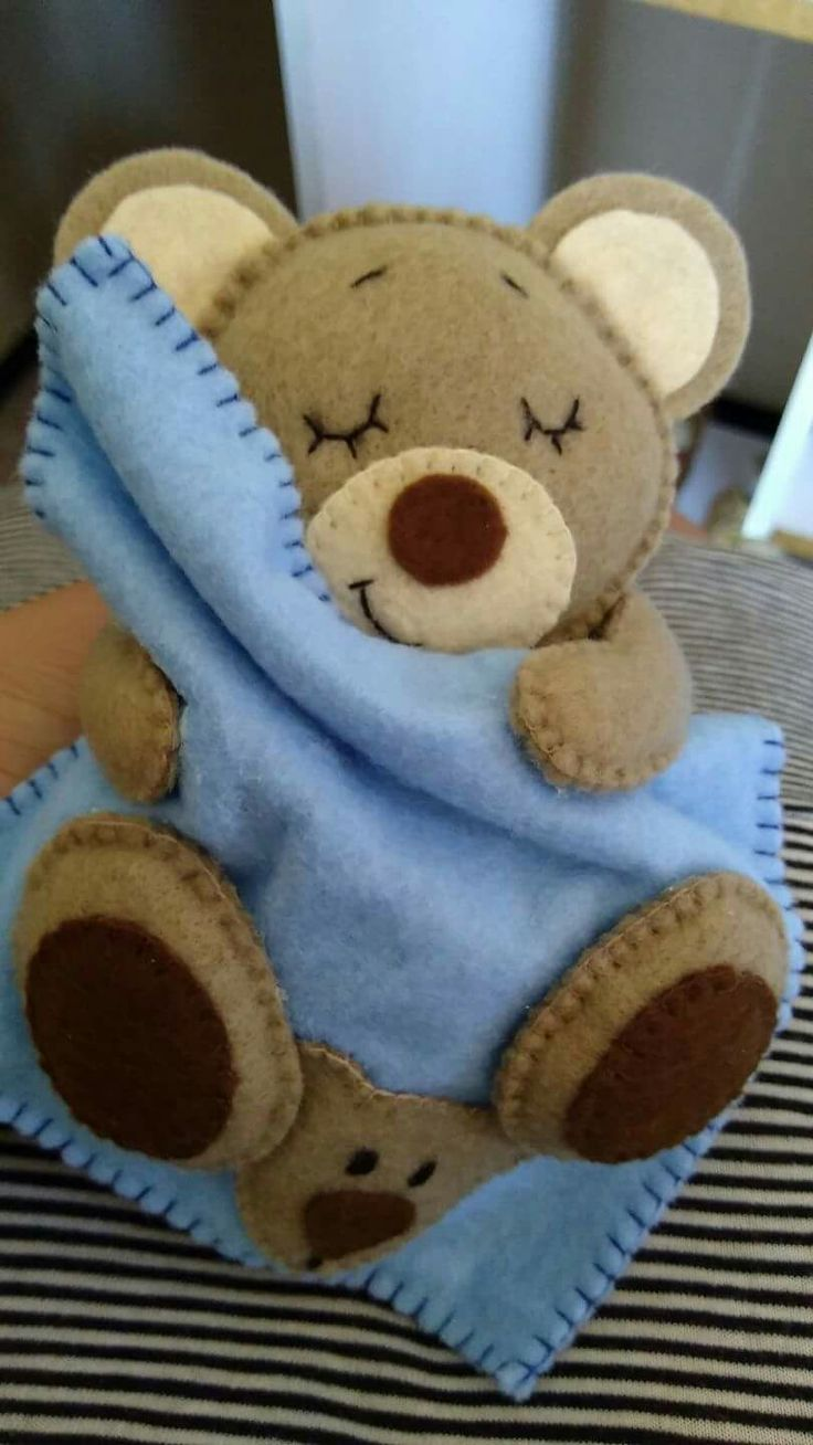 Felt teddy with blanket