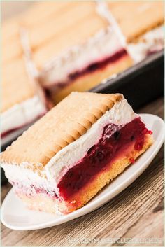 Backen macht glücklich | Perfekter Sommerkuchen: Butterkeks-Kuchen mit Beeren | http://www.backenmachtgluecklich.de