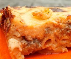 A görög rakott tészta (pastitsio vagy pasticcio) az az étel, amit az ember egyszerűen nem tud otthagyni. Pastitsio recept, amit minden vendéged imádni fog!