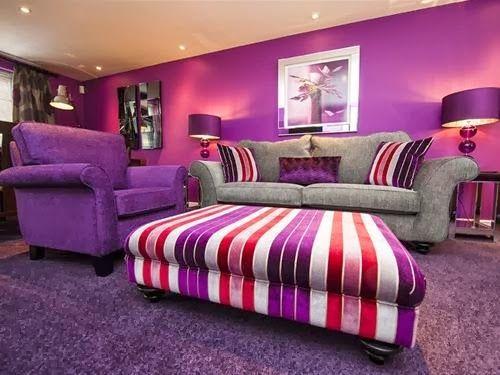 Decoración sala violeta gris