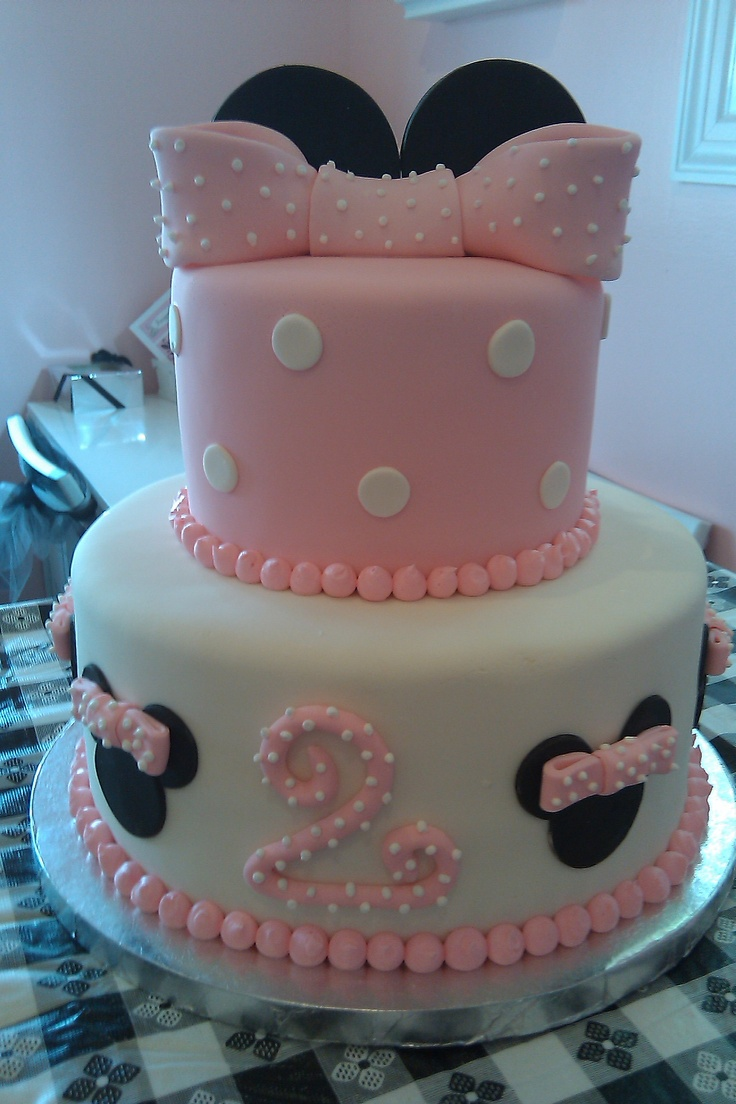 Minnie Mouse pink and white fondant cake-omg would be perfect for ...