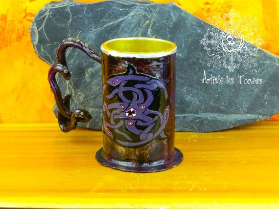 chope a bière steampunk avec pognée forgé en forme de tentacule de calmar