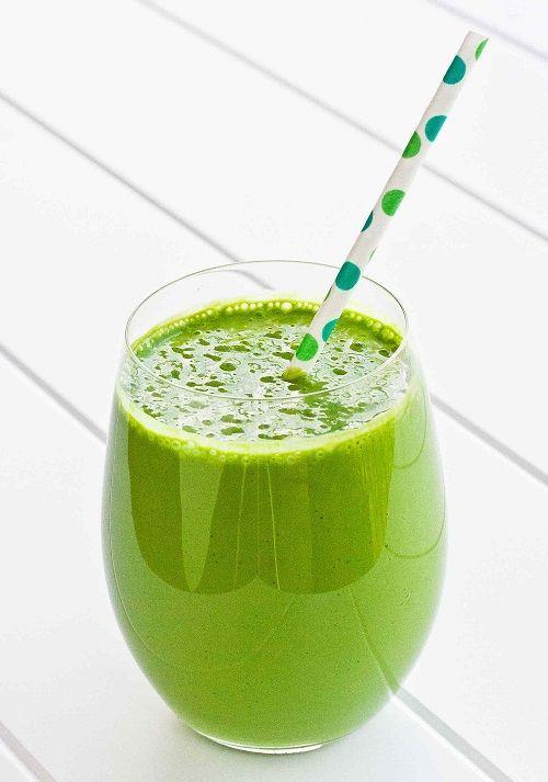 """Suc verde """"Început de primăvară""""     Ce elemente benefice conțin sucurile verzi?   Clorofilă din frunzele verzi folosite la aceste sucuri este una dintre substanțele pline de viață și bogate în energie solară care este ideală pentru menținerea unui corp sănătos.   Iată un exemplu perfect de suc verde:   Ingrediente:  urzici  păpădie  măcriș  pătrunjel  spanac  zeama de la 1 lămâie    Mod de preparare:      Toate ingredientele se storc cu ajotorul unui storcător. Se consumă pe loc. Poftă…"""