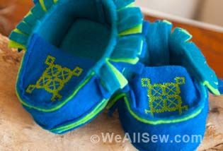 Baby Moccasins by Rachel Faucett for WeAllSew #sew #diy #weallsew.com #handmade charlotte