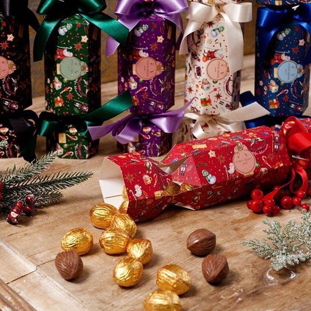 WEBSTA @ stefanbeharsucre - 🌟SAVE THE DATE - Natal Mágico Stefan Behar🌟 Dias 5, 6 e 7 de Dezembro no Hotel Unique, das 10 às 21hrs•••••• Nos dias de evento teremos toda nossa linha em pronta entrega✨✨✨✨••••••Poppers de Natal com nossa linda estampa em aquarela - dentro deliciosas nozes ao leite com crocante de ovomaltine (😱) e brancas com caramelo crocante 🙈😍❤️Os pedidos de Natal já podem ser feitos pelos contatos:📱(11) 99598-7090   WhatsApp☎️(11) 3082-7090🚩Pop Up Store - Al Lorena…