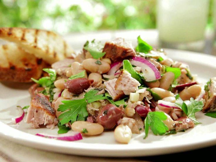 Deliciosa y nutritiva ensalada de lechuga y atún, muy fresca para este verano.
