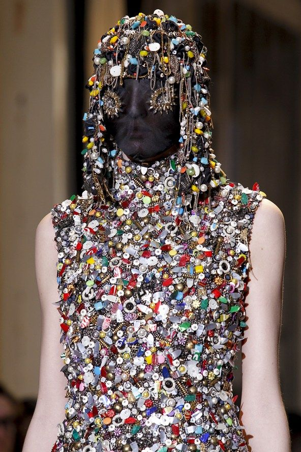 #MaisonMartinMargiela always surprises the audience with a great sense of humour. you thought this dress is made of jewels, yea? nah, it's made of recycled buttons!