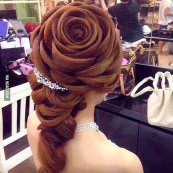coiffure en forme de rose