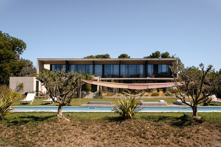 Palm Springs en Provence : bienvenue à La Maison Jalon par Julia & Max…