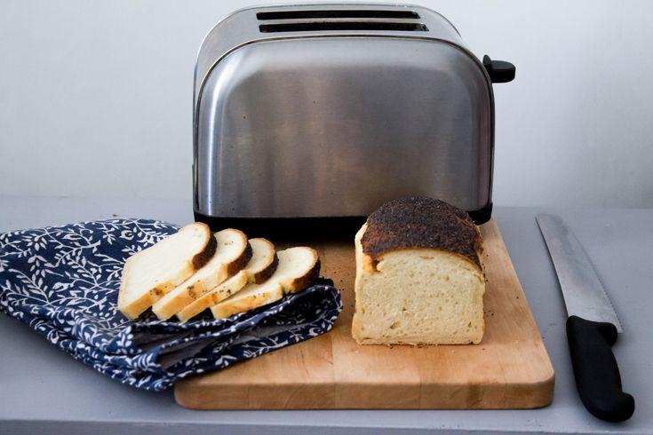 Rostat bröd. Kanske inte så trendigt, men gud vad gott det är med smör som smälter på. Här är ett enkelt recept för dig som vill äta ett godare bröd än det du köper i affären.