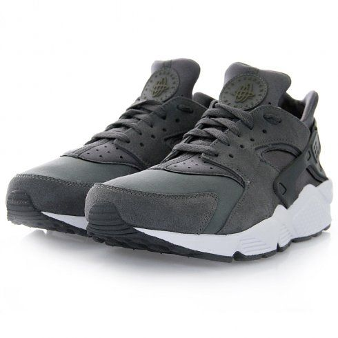 Originally released in 1991 by legendary Nike designer Tinker Hatfield and Inspired from Native American sandals, Nike huarache are now available online.