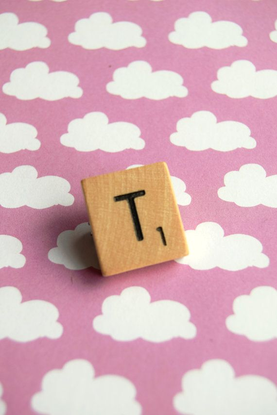 T letter Scrabble tegel houten broche speld pingame