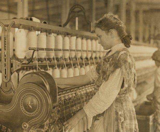 Hiladora en Vivian Cotton Mills, Cherryville, Carolina del Norte. Lo ha hecho durante 2 años, ¿qué será de su belleza en 10 años?