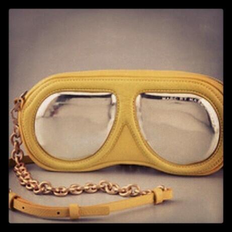 Marc By Marc Jacobs presenta la stravagante borsa a forma di maschera da sub..