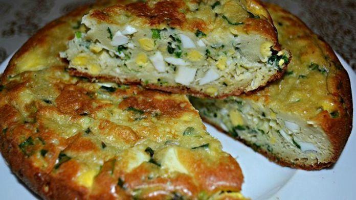 Kefírové pirohy plněné cibulí a vejci – připravené v zápékací míse! | Milujeme recepty
