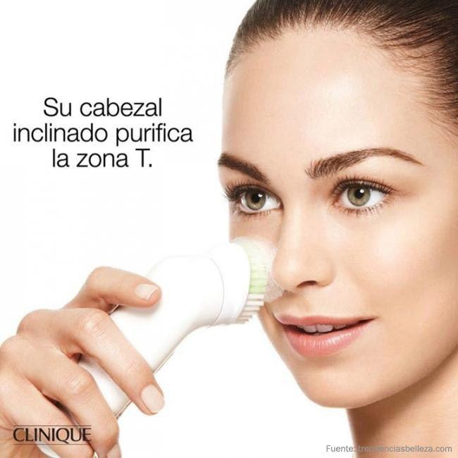 El cepillo purificante Clinique Sonic te ayudará a conseguir una limpieza facial más completa.