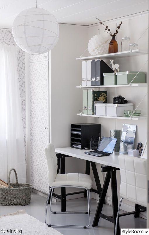 kontor,arbetsplats,arbetshörna,syhörna,hyllor,förvaring,dator,skrivbord,tapet