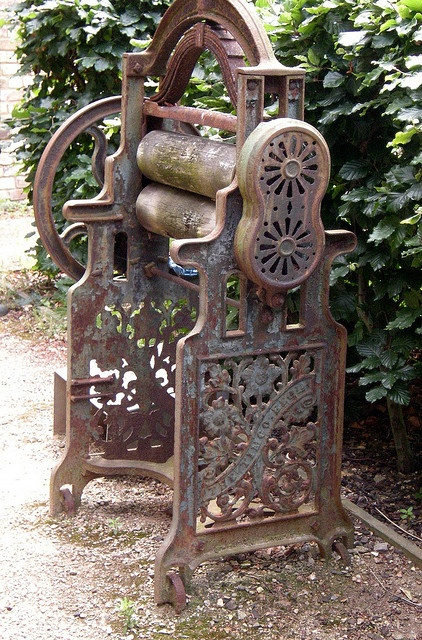 Antique cast-iron mangle, This is exactly the same as my mother-in-law had when I first met her. It was a family heirloom.