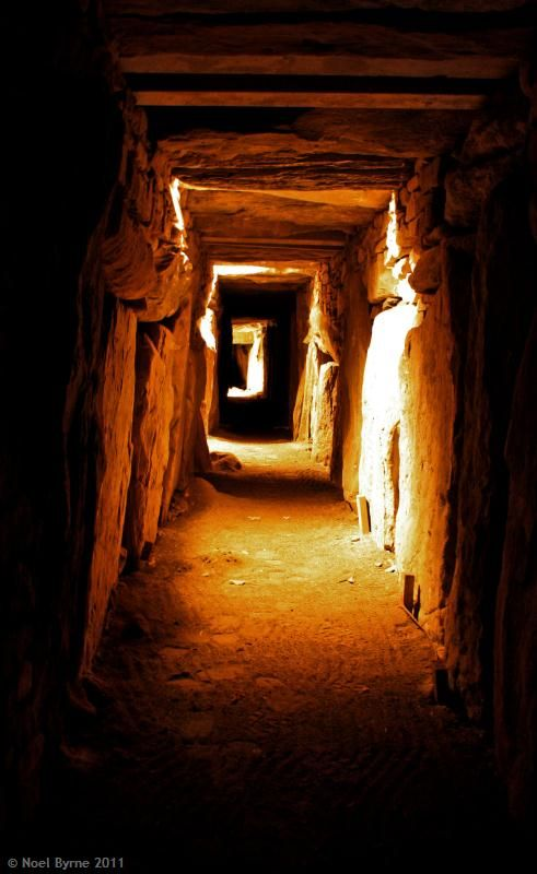 Knowth is a Neolithic tomb dating back 5000 years and is part of the Brú na Bóinne complex in the Boyne Valley, Co Meath, Ireland