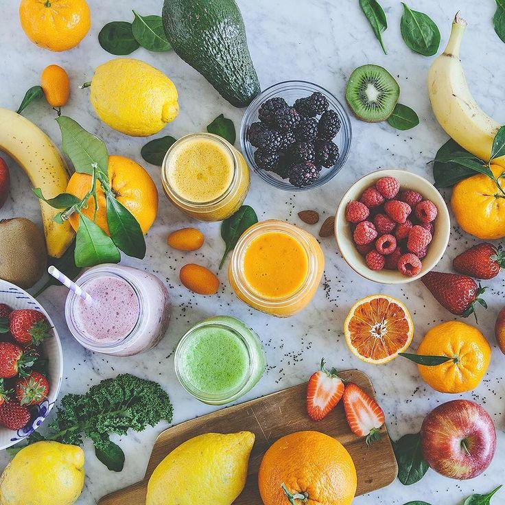 Larcobaleno dei succhi ovvero proprietà di frutta e verdure in base ai colori Cè una stretta correlazione tra i colori e le proprietà nutritive di frutta e ortaggi. Sembrerà banale ma nulla è per natura una coincidenza. Infatti frutta e verdura producono fitonutrienti ovvero composti organici utili allautodifesa dei vegetali da parassiti e agenti patogeni esterni ma che hanno pari azione positiva sul nostro organismo: i colori sono la manifestazione di questi composti e ciascun colore…