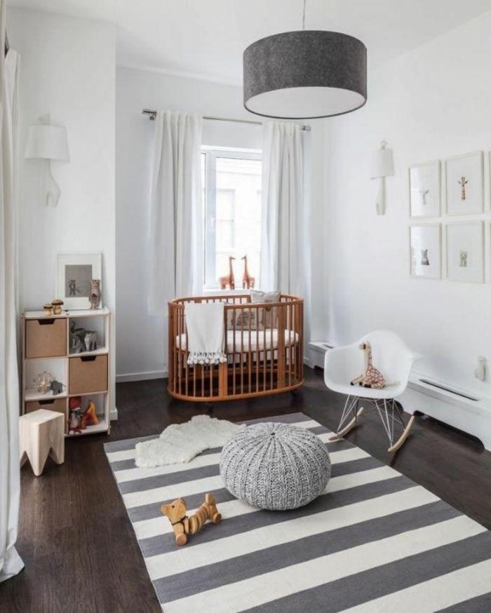 kinderzimmer einrichten babybett holz ovales design teppich streifen