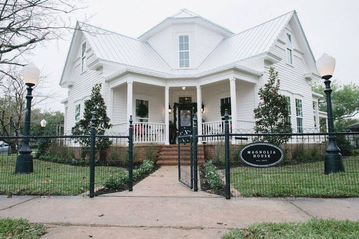 Magnolia house bed and breakfast mcgregor tx it 39 s so for Chip and joanna gaines bed and breakfast