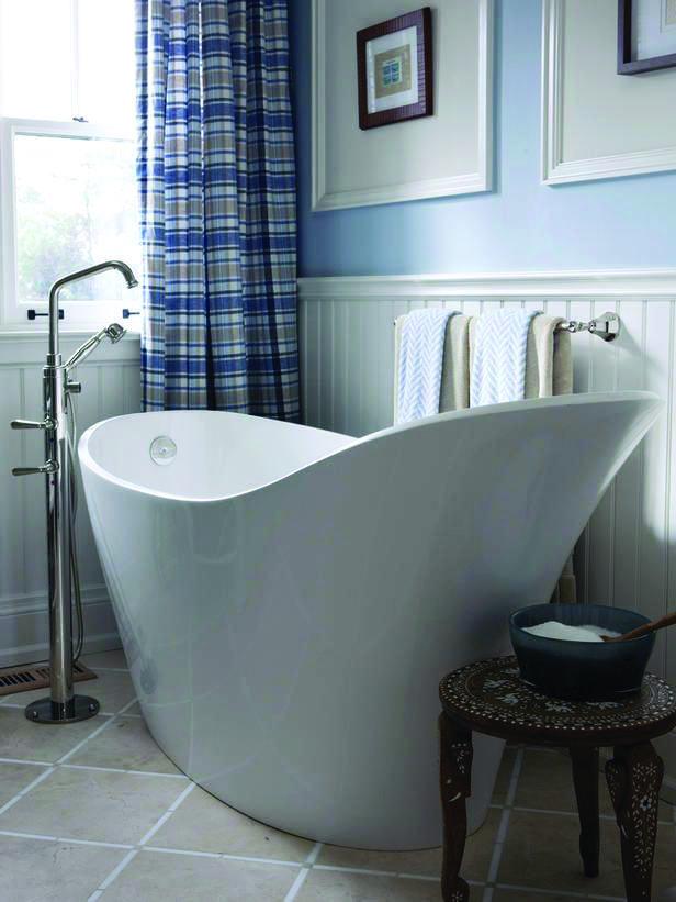 Soaking Tub Makes A Comeback Bathtubs For Small Bathrooms Small